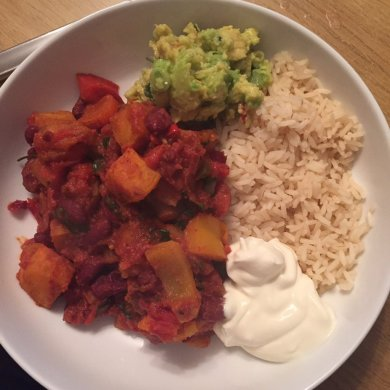 Vegetable chilli with brown rice, guacamole and sour cream. Lots of spices make this so tasty!
